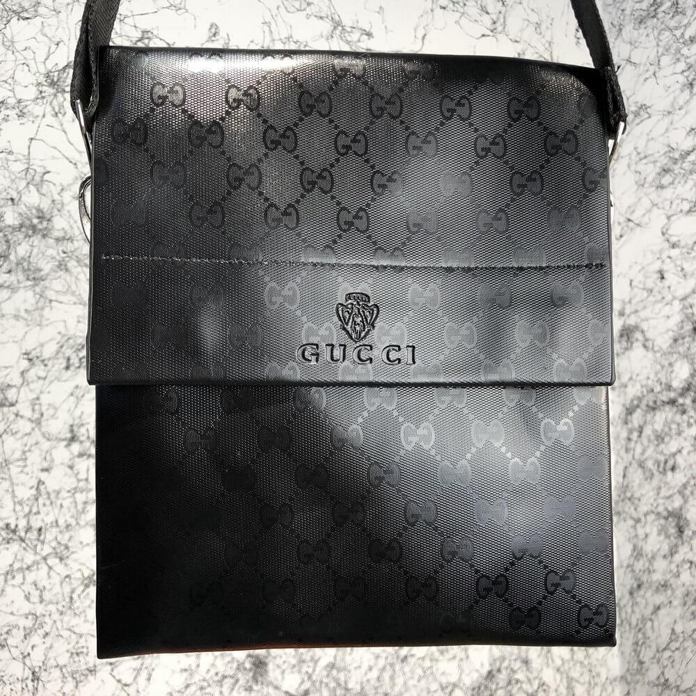 Messenger Gucci Flap Medium GG Supreme Black